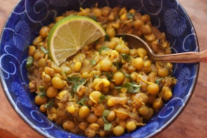 Sprouted Mung Bean And Pea Curry